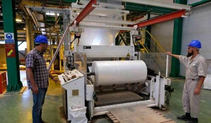 رويترز: إعادة تشغيل مصنع البلاستيك خطوة للرفع بالاقتصاد ...